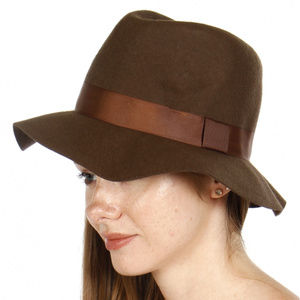 Floppy wool hat with grosgrain band